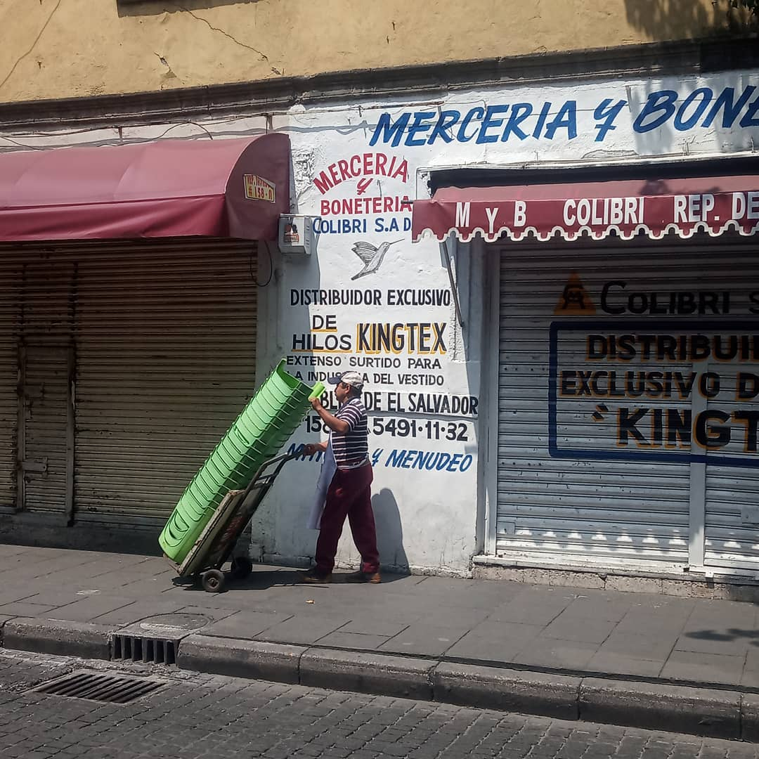 4 years ago, I moved to Mexico City and started to make videos of people carrying things. I never thought of it as a aesthetic exercise, I am genuinely wondering : what if the size of your business can be hand held? What if all the material and digital production you had on a daily basis could be transported on a small engine-less trolley? What impact would it have? On your incomes? on your clients? On your body? On the traffic? On your carbon footprint? On the organization of your neighborhood? Of the city? Of the society?