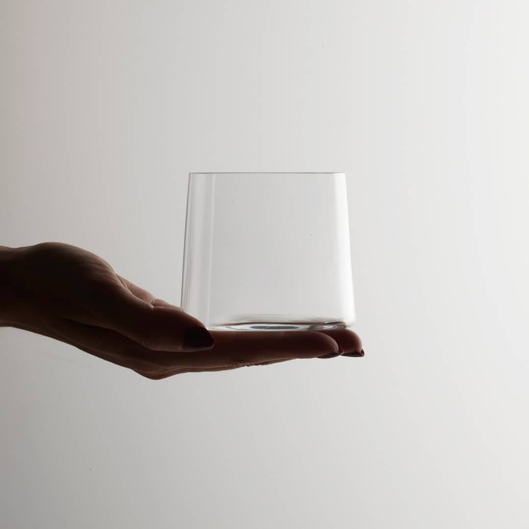 DUAL - When designing this carafe set, a japanese good manners rule came into our minds. They say it is impolite to pour your own drink – you pour your companion's drink first and your companion pours yours. Dual Set for @this_is_util