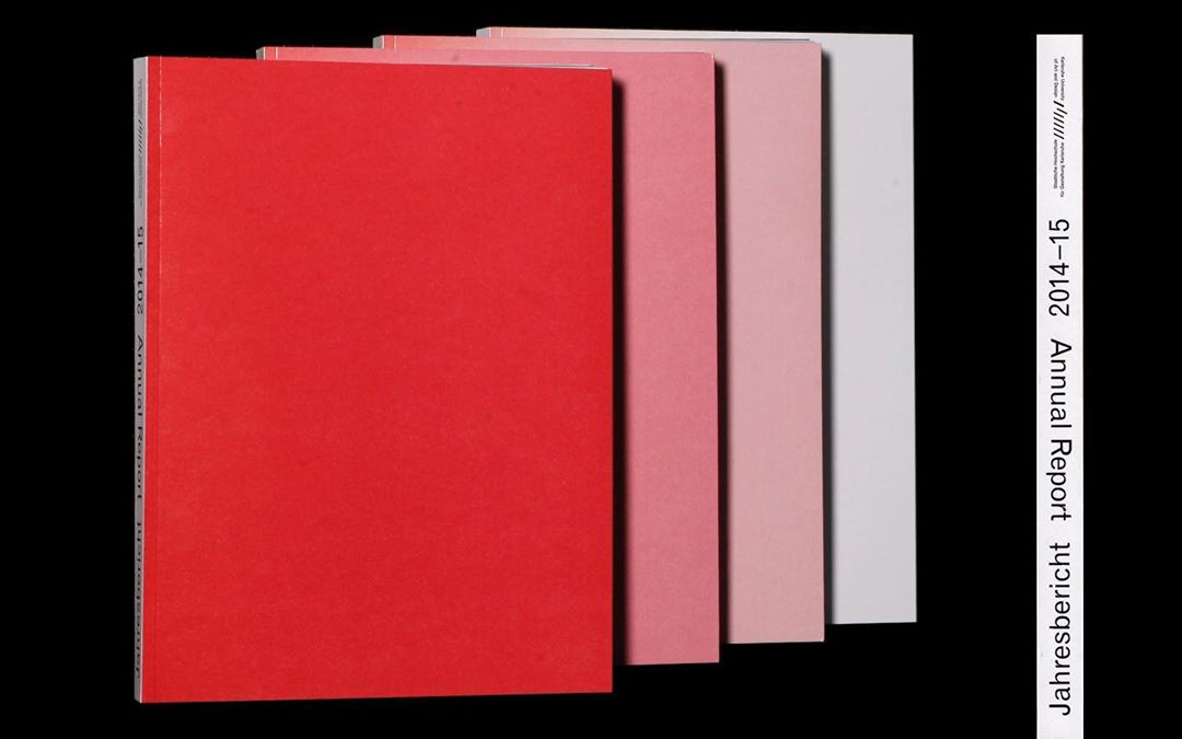 The cover starts in print as a full-face red front. During printing, the printer turned off the machine's inking unit, but the sheets were still printed. Since less and less color hung on the bobbin, the course of pink turned out to be almost white, so that almost every copy has a different color.